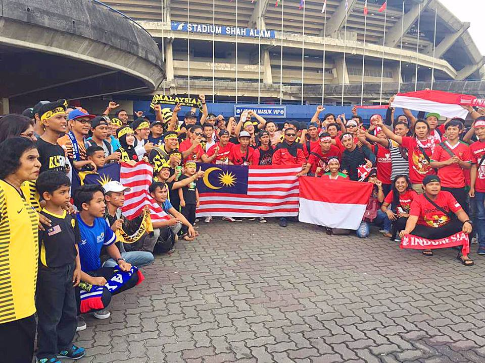 Fans supporting Malaysia & Indeonesia
